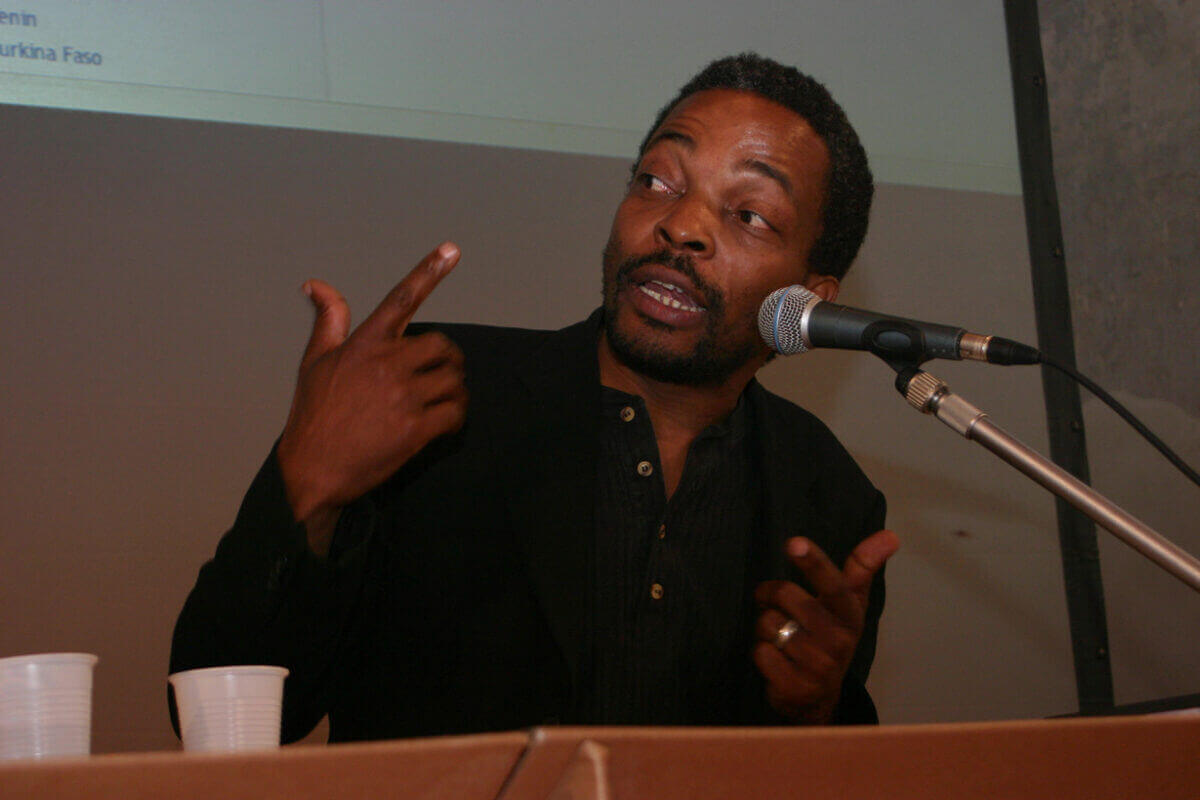 Dak'Art announces the return of Simon Njami for 2018