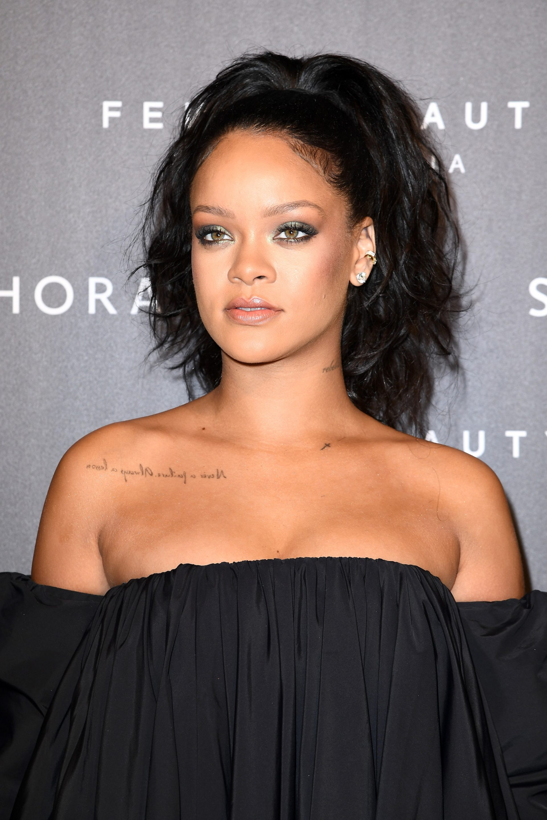PARIS, FRANCE - SEPTEMBER 21:  Rihanna attends the Fenty Beauty By Rihanna Paris Launch Party hosted by Sephora at Jardin des Tuileries on September 21, 2017 in Paris, France.  (Photo by Pascal Le Segretain/Getty Images for Fenty Beauty) *** Local Caption *** Rihanna